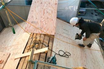 屋根葺き替え工事の様子
