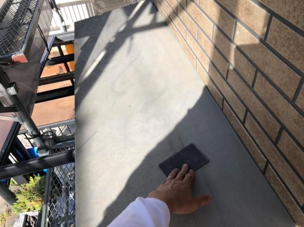 庇塗装工事 ケレン作業