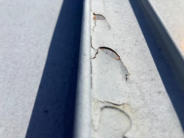 瓦棒屋根 塗膜剥離