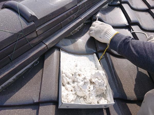 屋根の漆喰塗り直し工事
