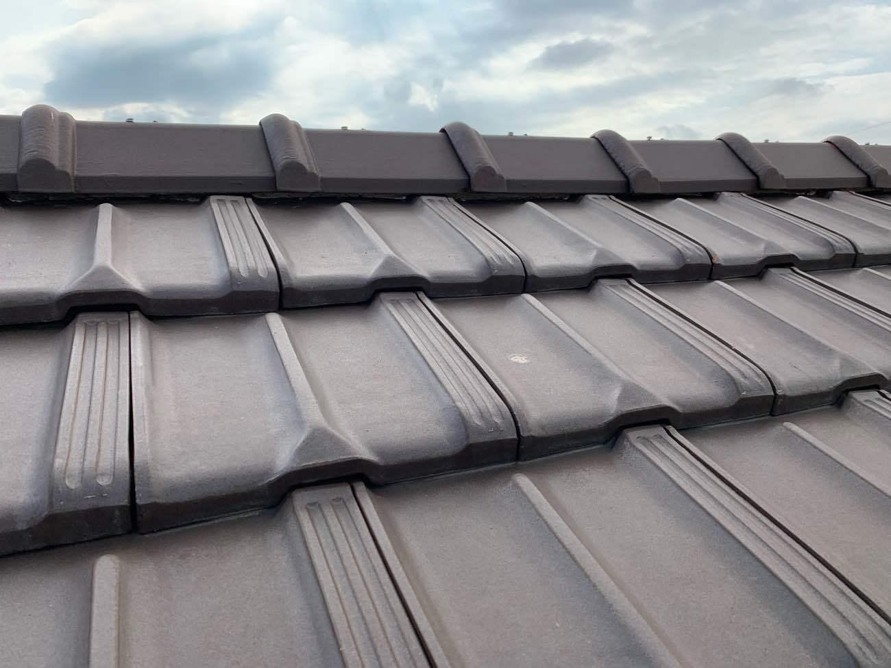 名古屋市守山区で平板瓦の棟取り直し工事 ハイロールを使った屋根工事