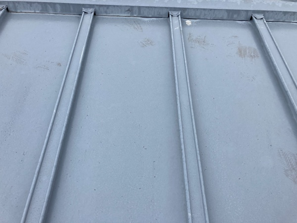 瓦棒屋根 退色とサビ