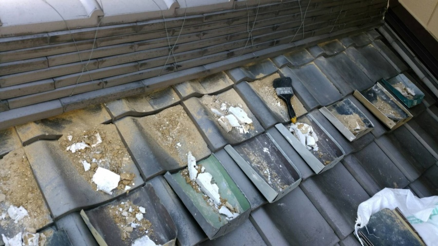 屋根工事 既設漆喰撤去