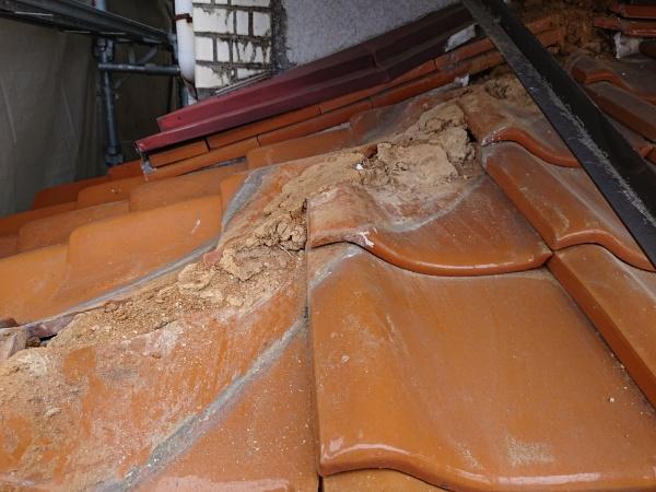 棟瓦からの雨漏り事例