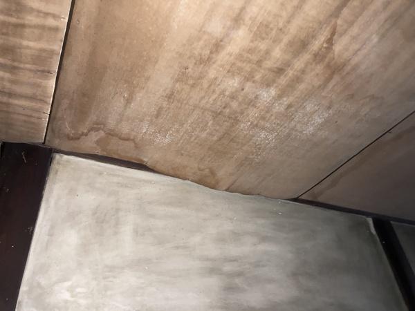 お寺 雨漏り天井