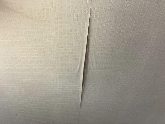 内装天井 クロスの剥がれ