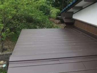 横葺き板金屋根