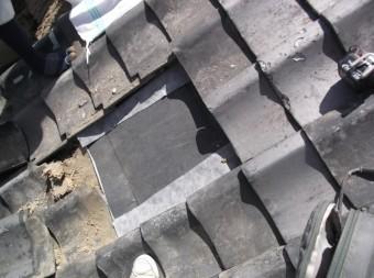 屋根修理の様子 下地工事と差し替え