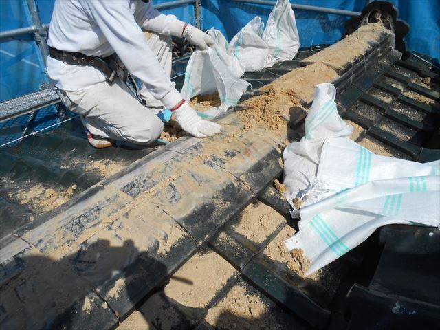 陶器瓦 棟の解体