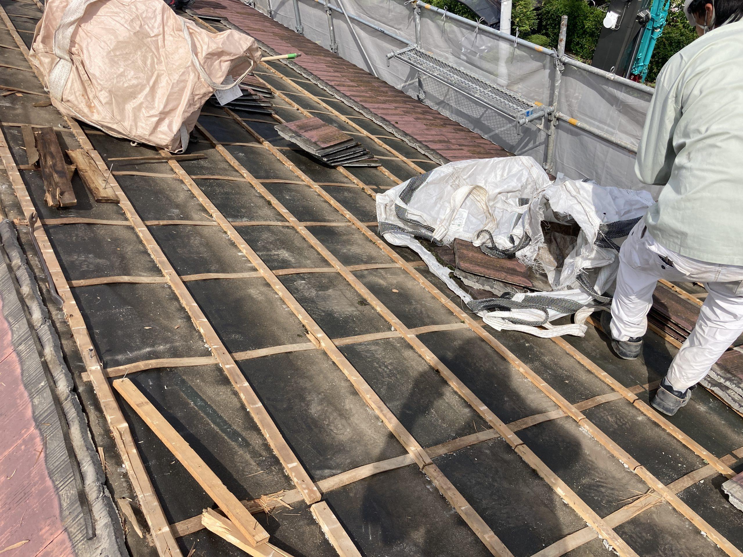 屋根解体途中 作業風景