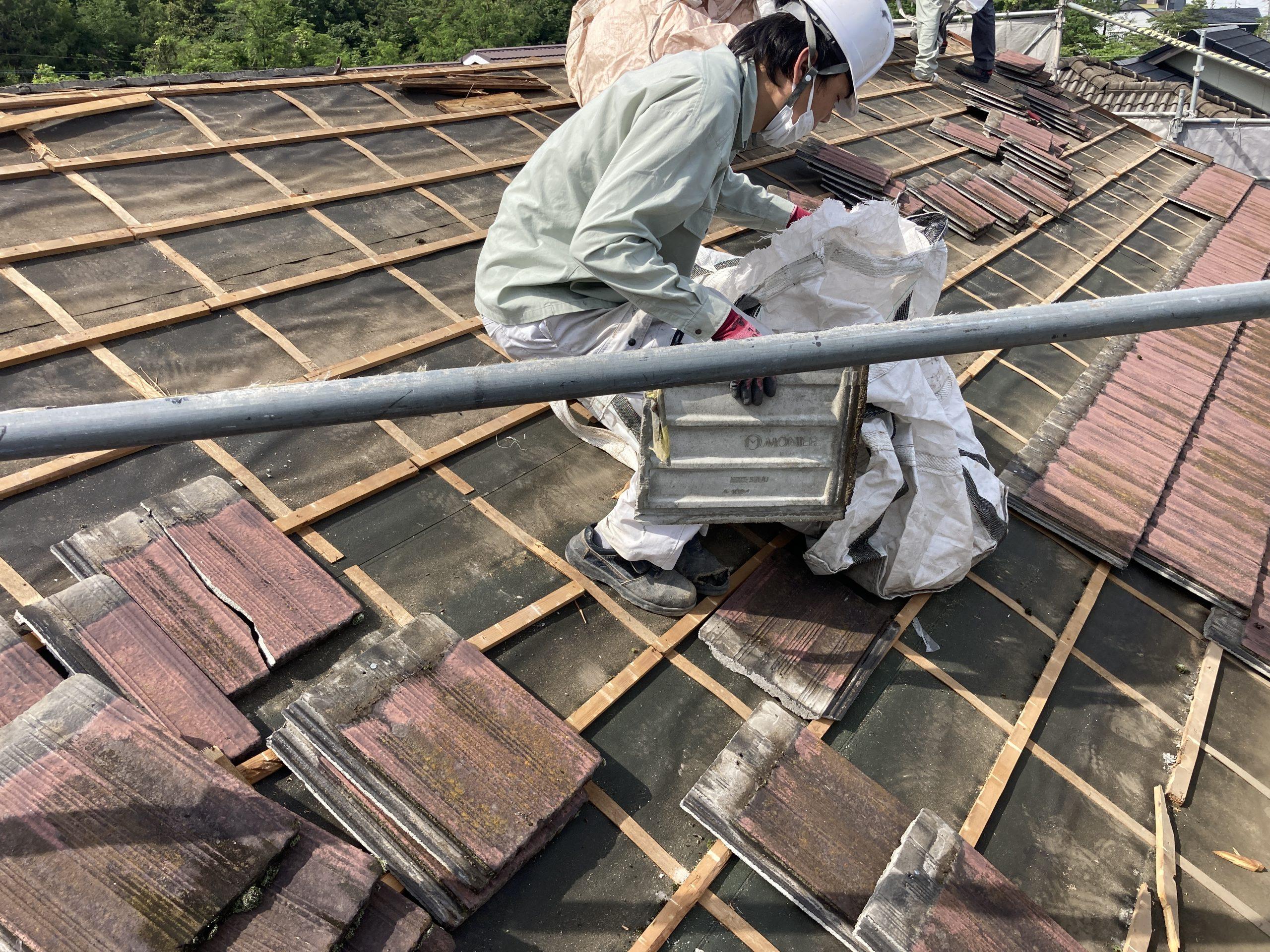 屋根解体作業 セメント瓦
