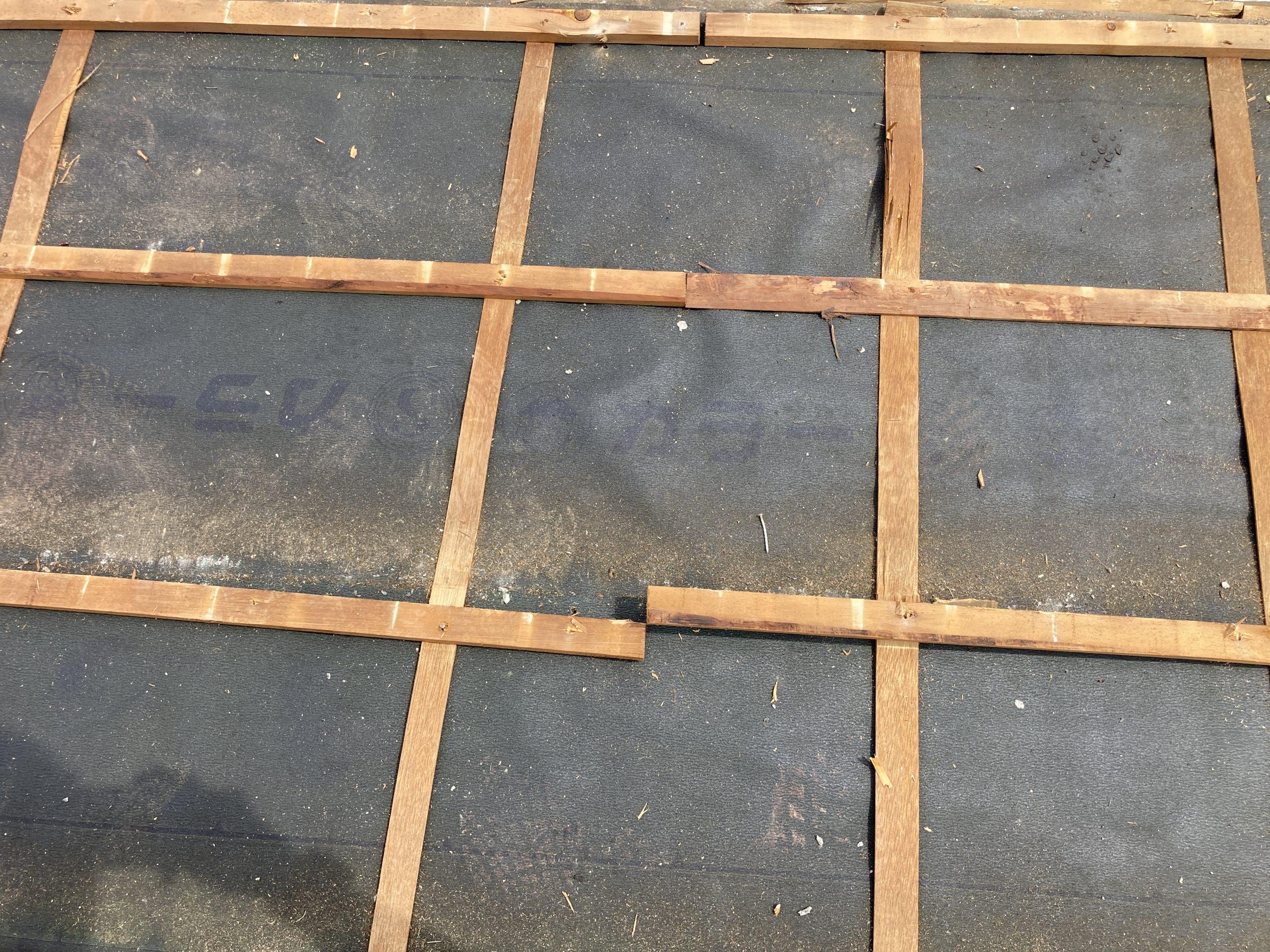 屋根解体作業 瓦桟の状態