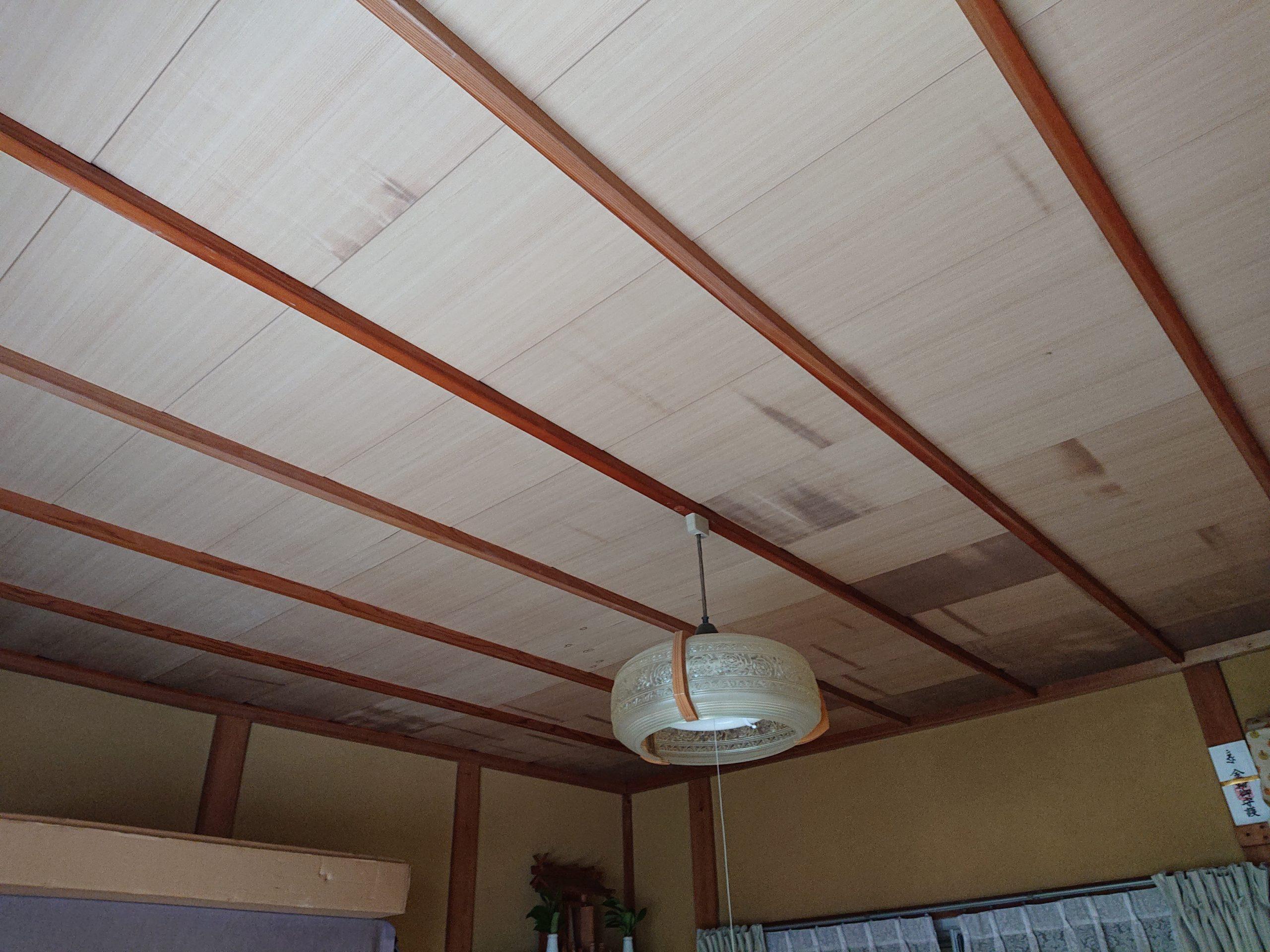 天井に雨染み?