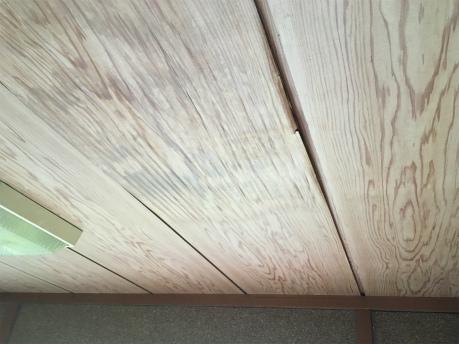 玄関天井雨漏れ