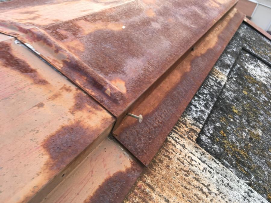 スレート屋根 棟板金の台風被害