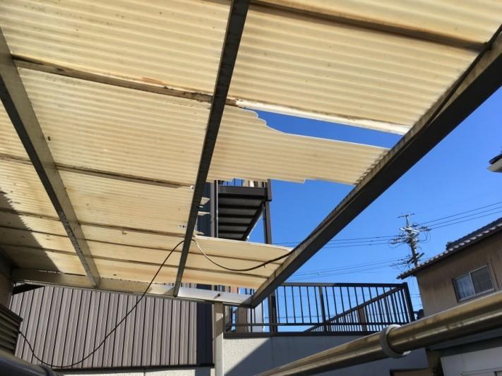 波板の破損 割れ 台風被害
