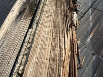 棟板金のめくれ スレート屋根の台風被害