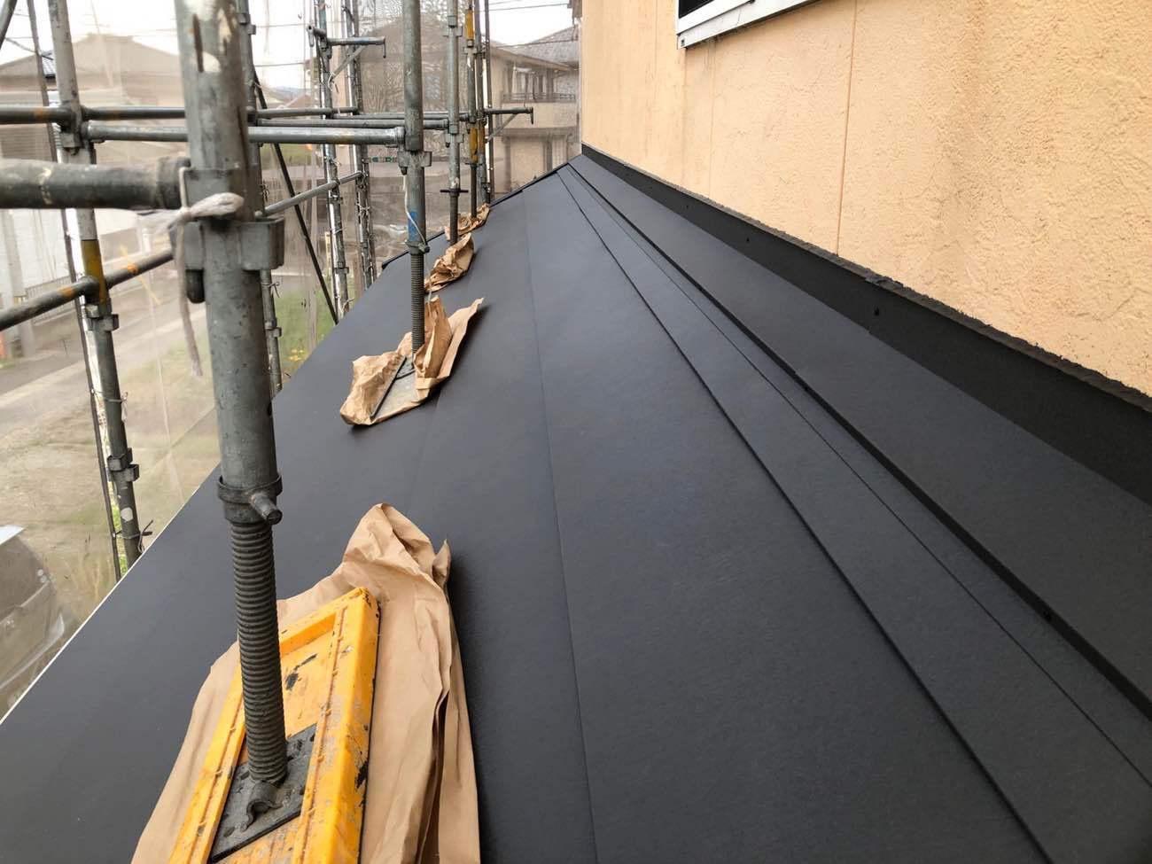 下屋根はこのような仕上がりになります