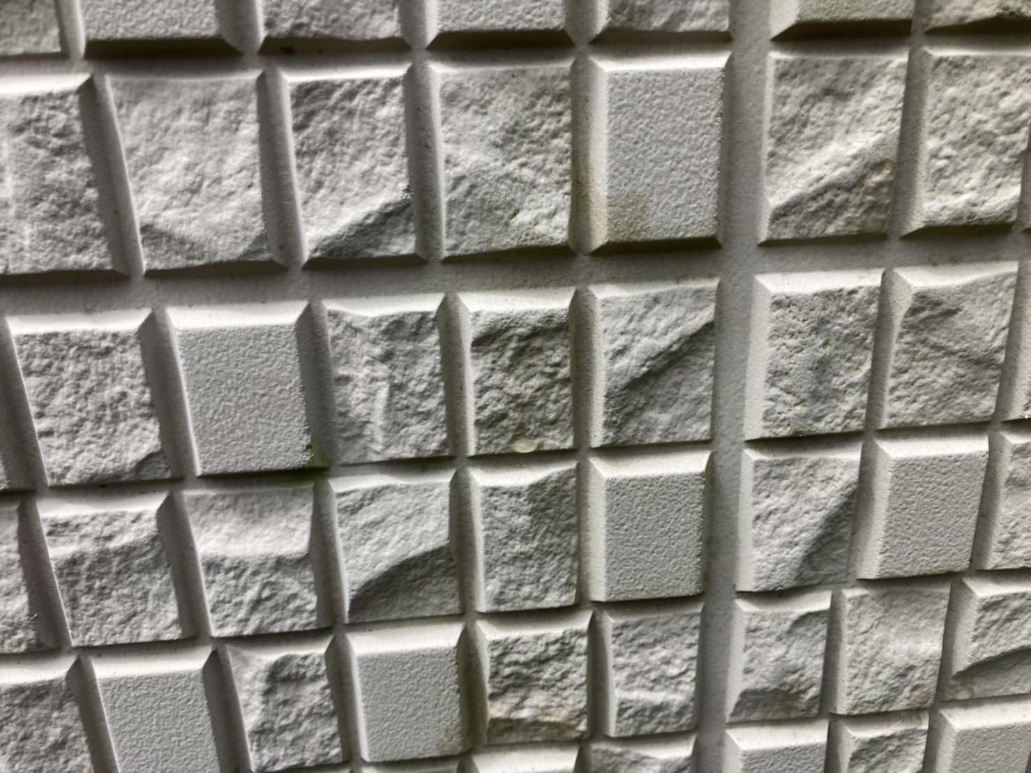 外壁材が特殊な形をしています