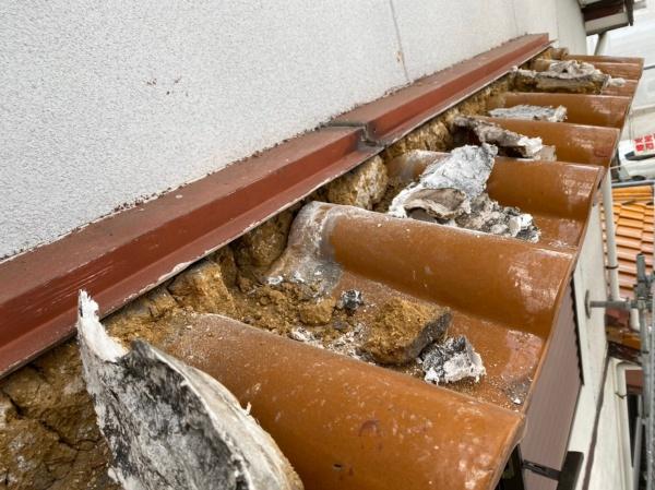 壁際の漆喰 既存漆喰の撤去