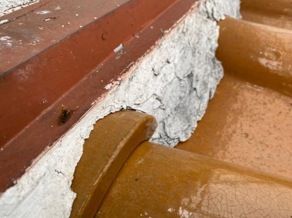 壁際の漆喰 補修前