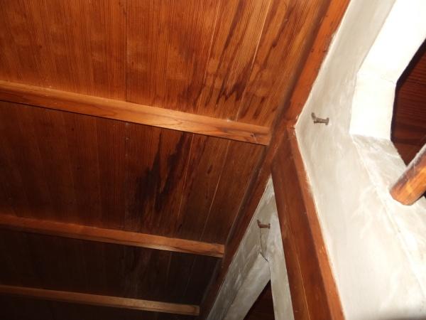 天井に雨染み 雨漏り