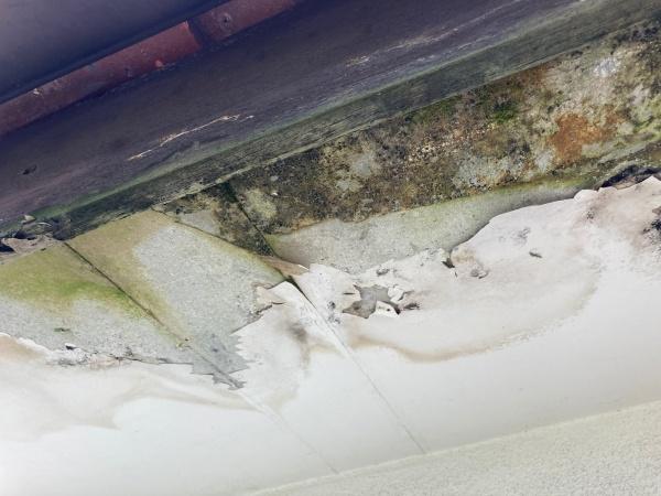 軒天の雨染み 長期的雨漏り