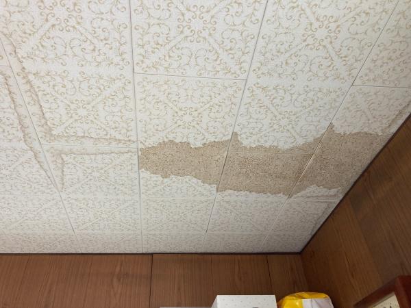 小牧市で雨漏り調査に行ってきました。原因は瓦屋根の棟部分?