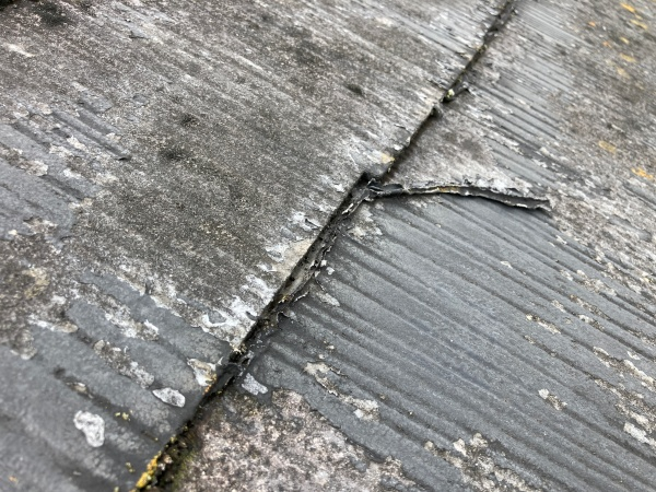 スレート屋根 塗膜の剥がれ